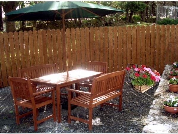 Outdoor barbecue and picnic area at Fern Holiday Cottage, Church Hill, County Donegal Ireland